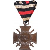 Hindenburg Cross with swords on an Austrian triangular ribbon bar, G 17