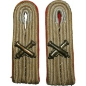 Leutnant- Waffenoffizier der Artillerie a pair of slip-on shoulder boards