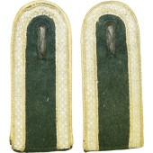 Pair of Wehrmacht unteroffizier shoulder straps for infantry.
