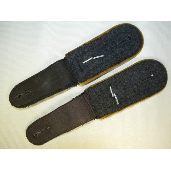Luftwaffe, slip on shoulder straps for Flying crew or Fallschirmjager in rank Oberfedwebel. Espenlaub militaria
