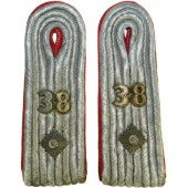 Wehrmacht Heer slip on Artillery shoulder boards for Oberleutnant in 38 Artillerie Regiment