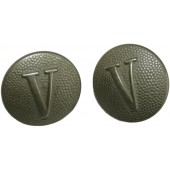 Wehrmacht shoulder straps buttons with the designation in the form of a Roman numeral V