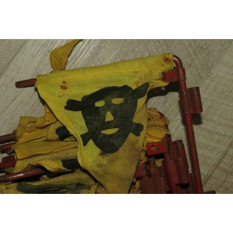 WW2 mines or battle gas warning flags in original carrier holster, dlc 40.. Espenlaub militaria