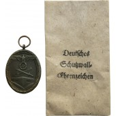 Deutsches Schutzwall Medaille. C. Poellath in the bag.