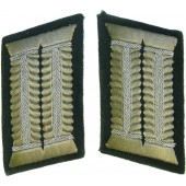 Fuhrer's HQ or OKH collar tabs for officers in rank over Major