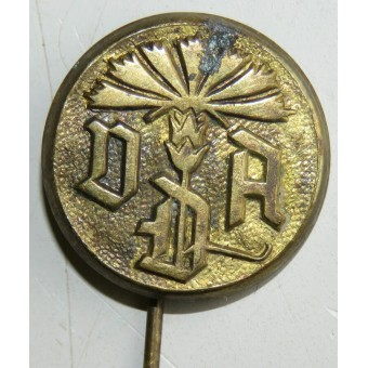 Donation pin for 3rd Reich German VDA organization. Espenlaub militaria