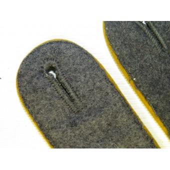 Luftwaffe Paratroopers or flying crew sew in enlisted wool shoulder straps for Tuchrock. Espenlaub militaria