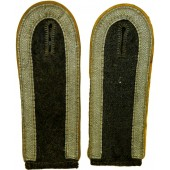 Luftwaffe Unteroffizier of Flight crew or Paratroopers/Fallschirmjager slip on shoulder boards.