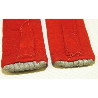 Wehrmacht artillery Leutnant slip on shoulder boards with red felt waffenfarbe backing. Espenlaub militaria