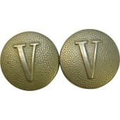 "Wehrmacht sholderstraps buttons with the roman ""V"" number"