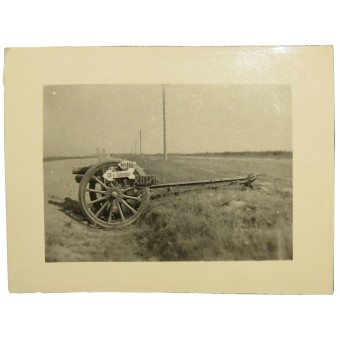 Photo of the german army units location signs placed on the Russian 3 inches gun.. Espenlaub militaria