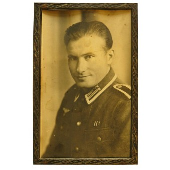 Framed studio portrait of the wehrmacht Unteroffizier in M 40 tunic. Espenlaub militaria