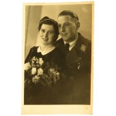 Picture of Luftwaffe soldier in overcoat with his wife