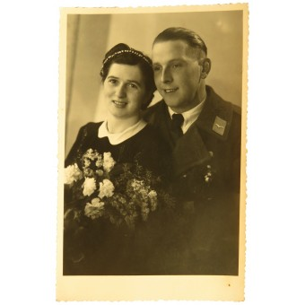 Picture of Luftwaffe soldier in overcoat with his wife. Espenlaub militaria