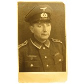 Studio photo of Wehrmacht oberfeldwebel of pionier troops in visor hat and M 40 tunic
