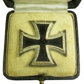 "Iron Cross First Class 1939 with presentation Case, marked ""100"""
