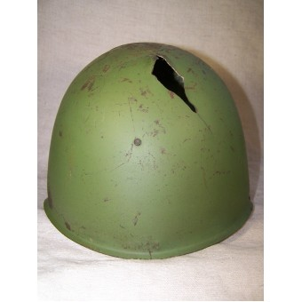 Battle damaged SSch-39 helmet in original paint with Red Star. Espenlaub militaria