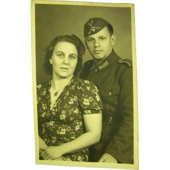 Original WW2 photo of Wehrmacht Heer soldier with wife. Espenlaub militaria