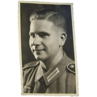 Original WW2 German soldier in M 40 tunic studio picture. Espenlaub militaria