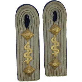 Heeres Medical service Oberarzt early slip on shoulder straps. Espenlaub militaria