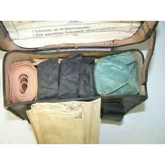 Medical leather pouch with original content.. Espenlaub militaria